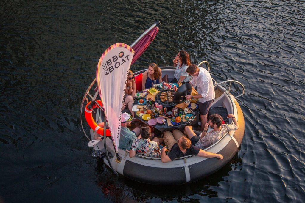 Skuna bbq boat